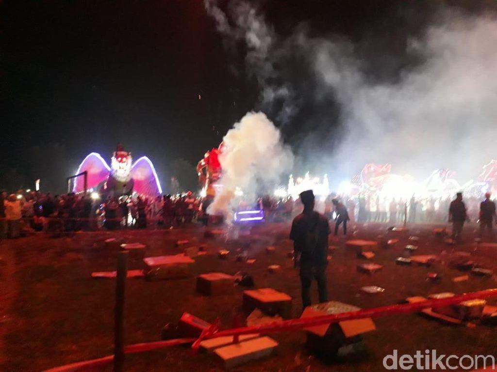 Warna-warni Pesta Kembang Api Malam Takbiran di Kudus