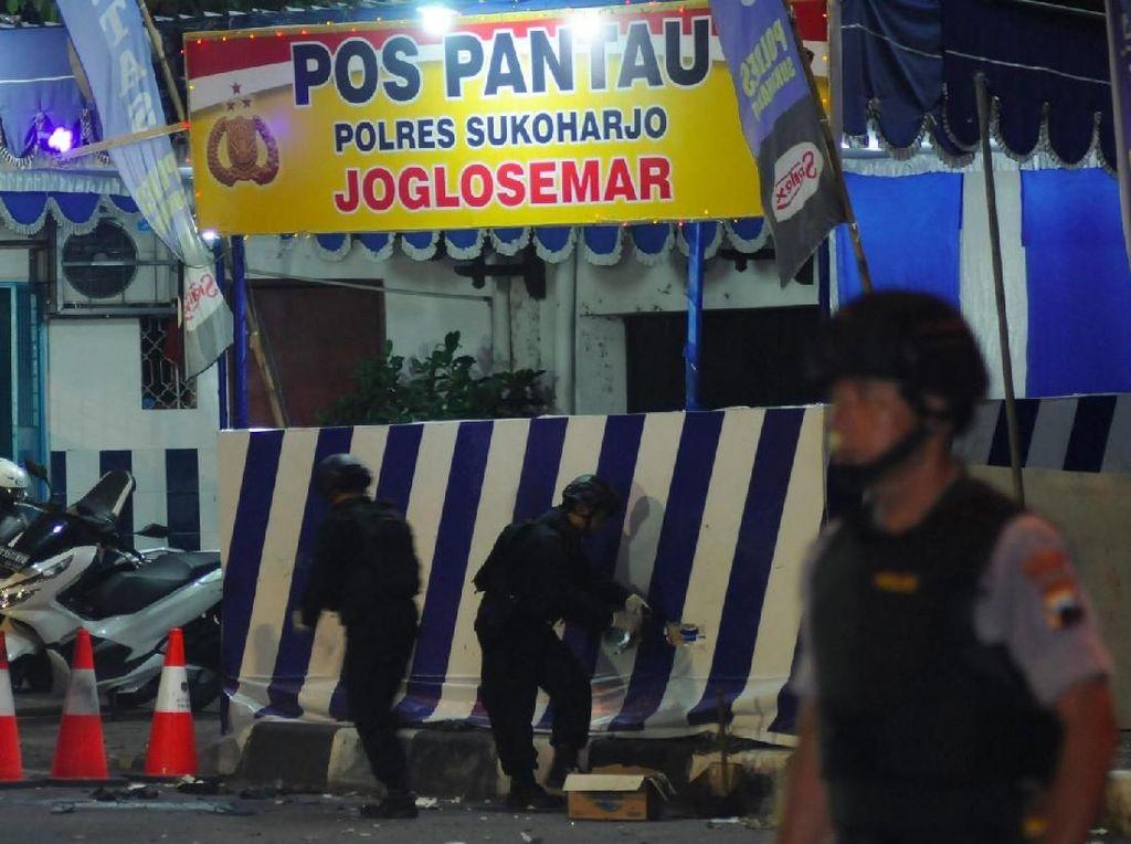 Polisi Lakukan Penyisiran di Lokasi Ledakan Pospol Kartasura