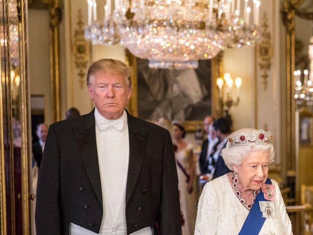 Bertemu Donald Trump, Ratu Elizabeth II Pakai Tiara Pengusir Iblis