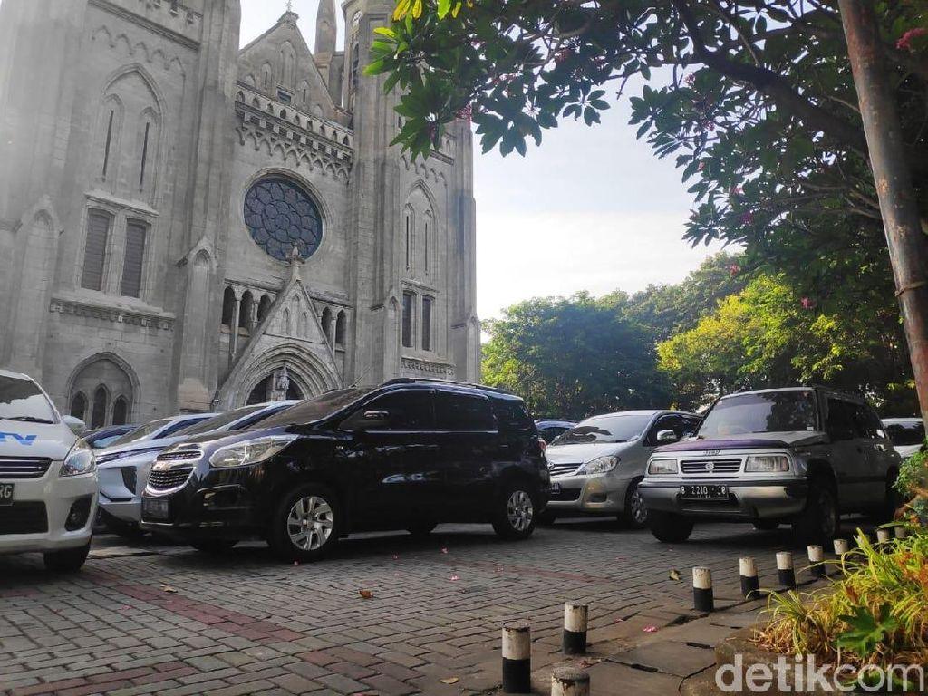 Melihat Katedral Sediakan Lahan Parkir untuk Jemaah Salat Id Masjid Istiqlal