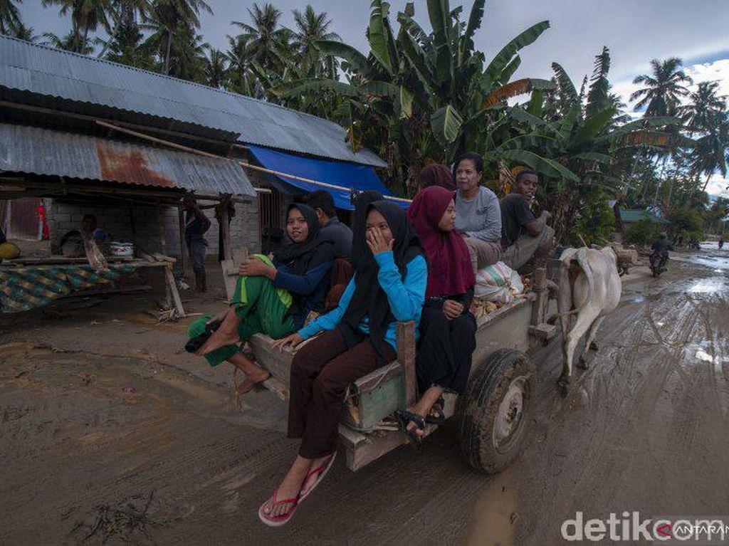 Korban Banjir Sigi Sulteng Rayakan Lebaran di Tenda Pengungsian