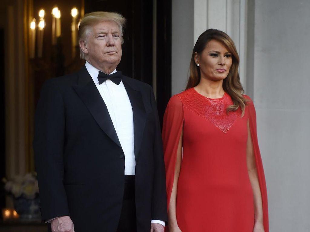 Momen Stylish Melania Trump di Inggris Berlanjut dengan Kaftan Rp 100 Juta