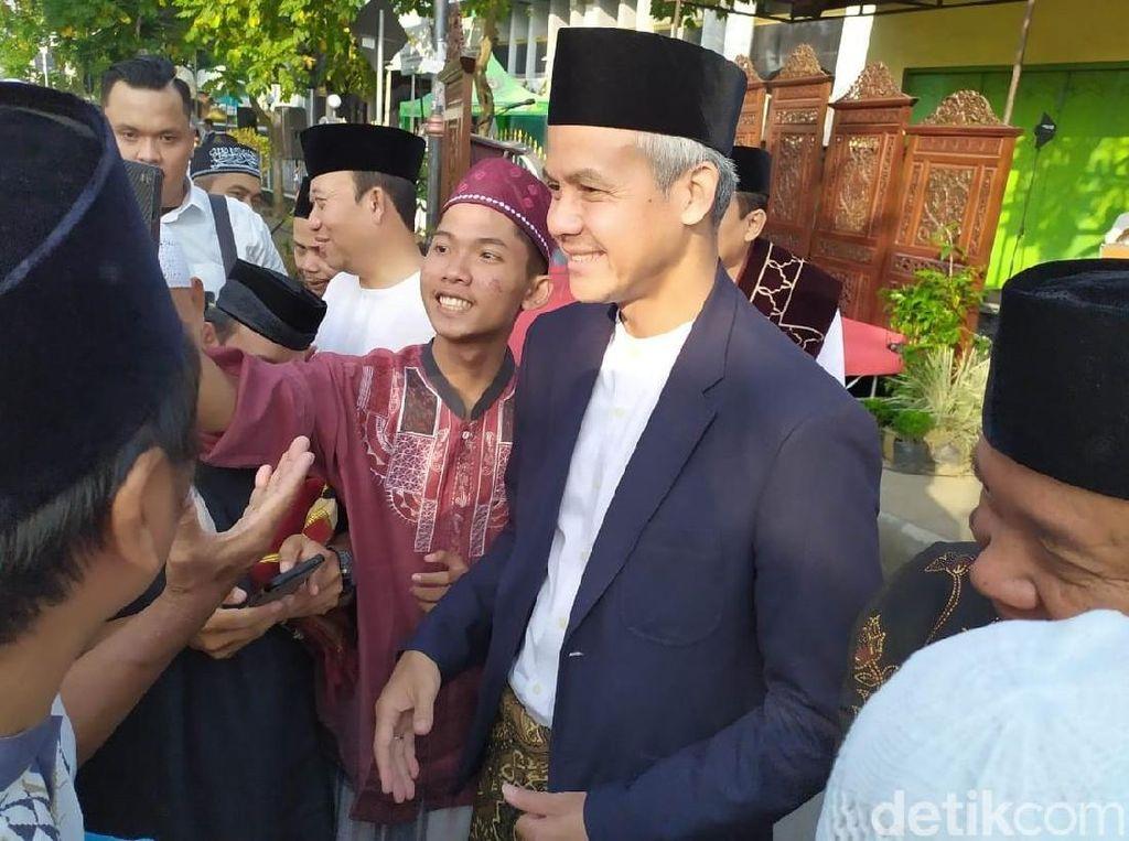 Ganjar Pranowo Shalat Idul Fitri di Purwokerto