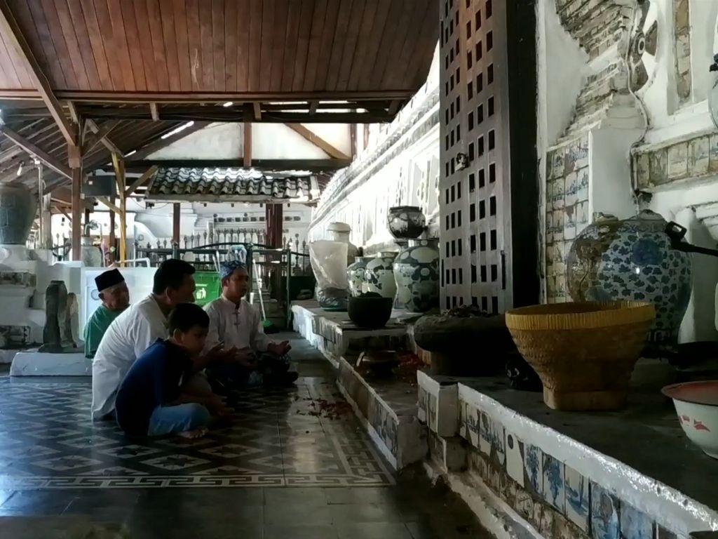 Makam Sunan Gunung Jati Cirebon Ditutup Sementara
