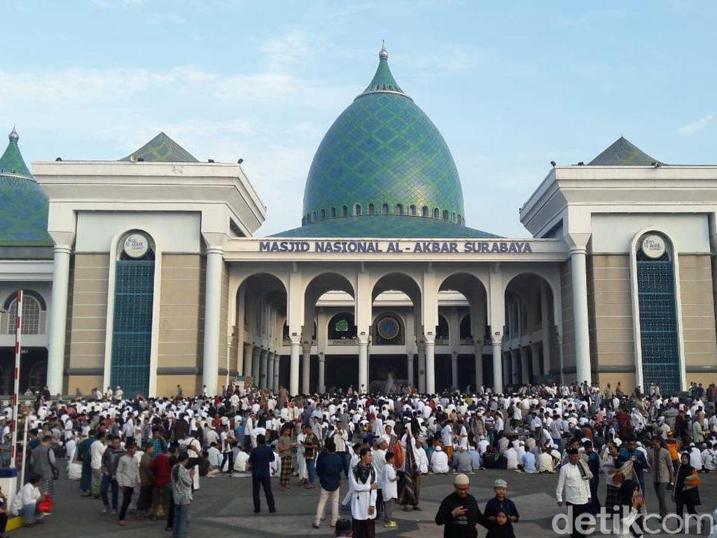 60 Ribu Warga Surabaya Salat Idul Fitri di Masjid Al Akbar