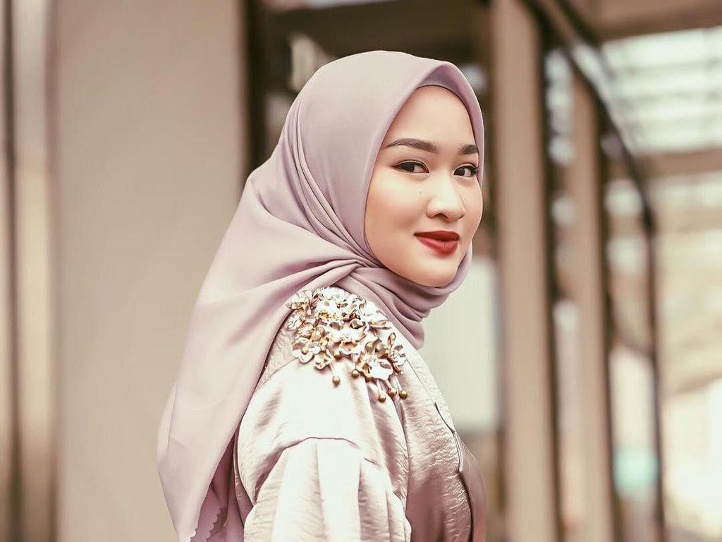 5 Tutorial Hijab Segi Empat yang Simpel Hingga Syari
