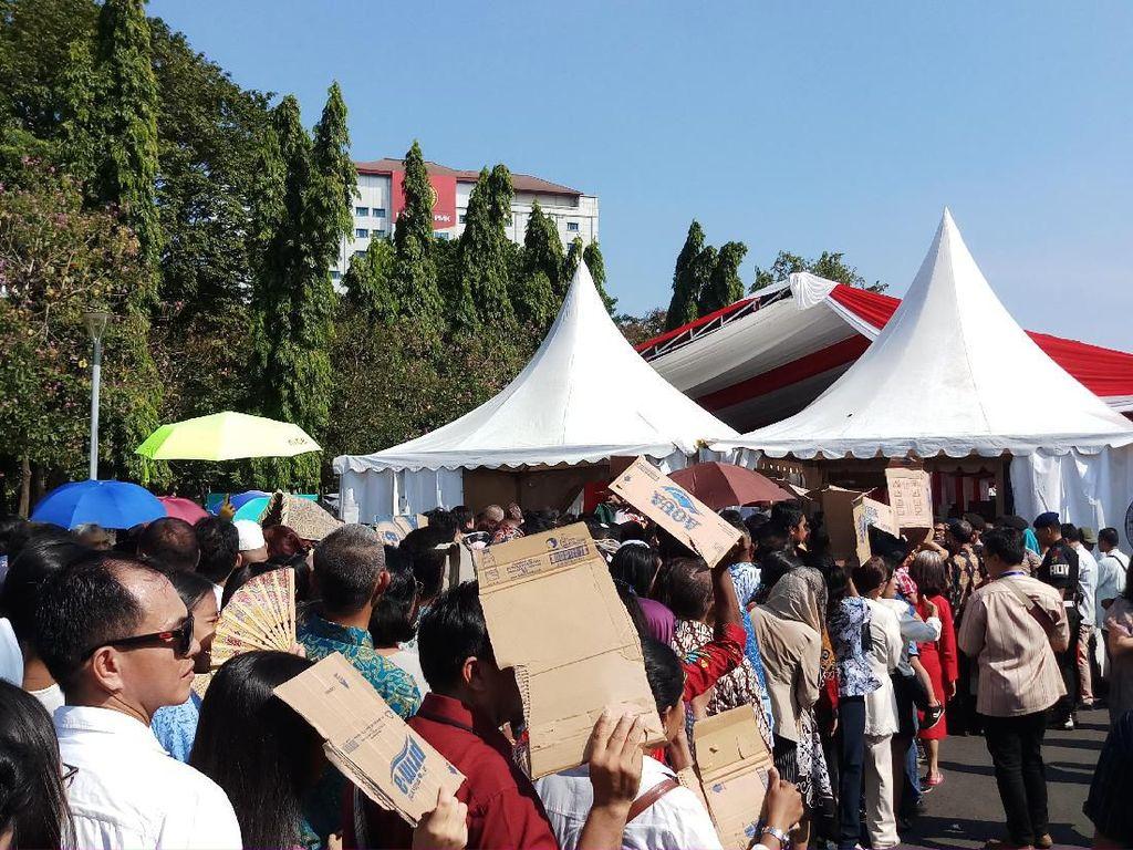 Warga yang Hendak ke Open House Jokowi Mulai Antre di Monas