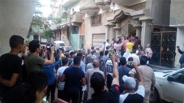 Susana di depan rumah Mohamed Salah.