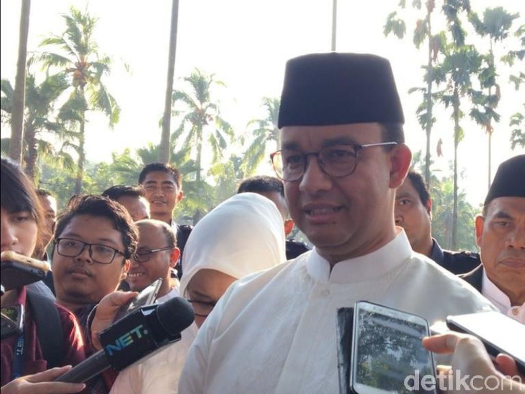 Anies Bentuk Tim Review Perizinan untuk Cegah Penularan Corona di Jakarta