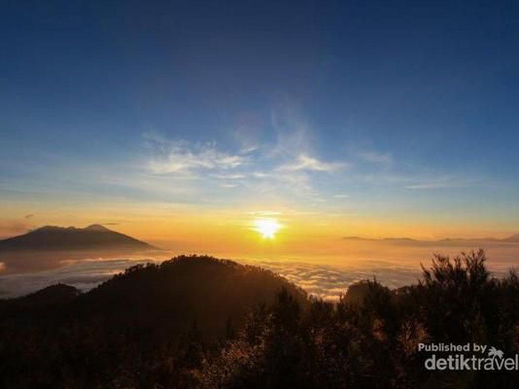 Menikmati Lautan Awan di Gunung Butak