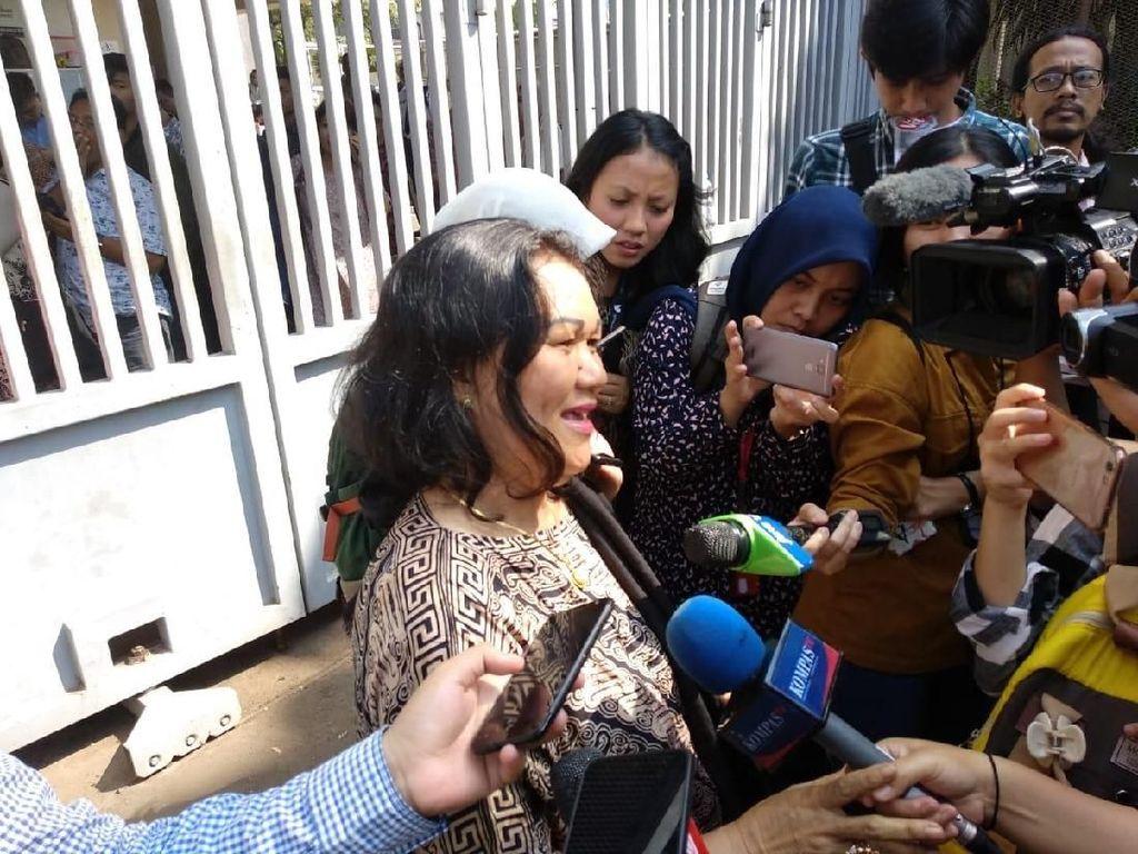 Lebaran, Mertua Bawakan Papeda untuk Eks Bupati Banggai yang Ditahan KPK