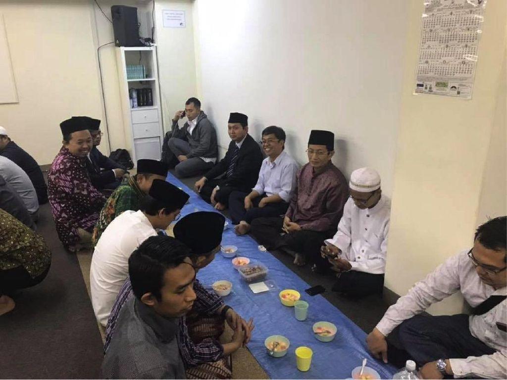 Foto Syiar Islam dan AKB 48 di Tokyo
