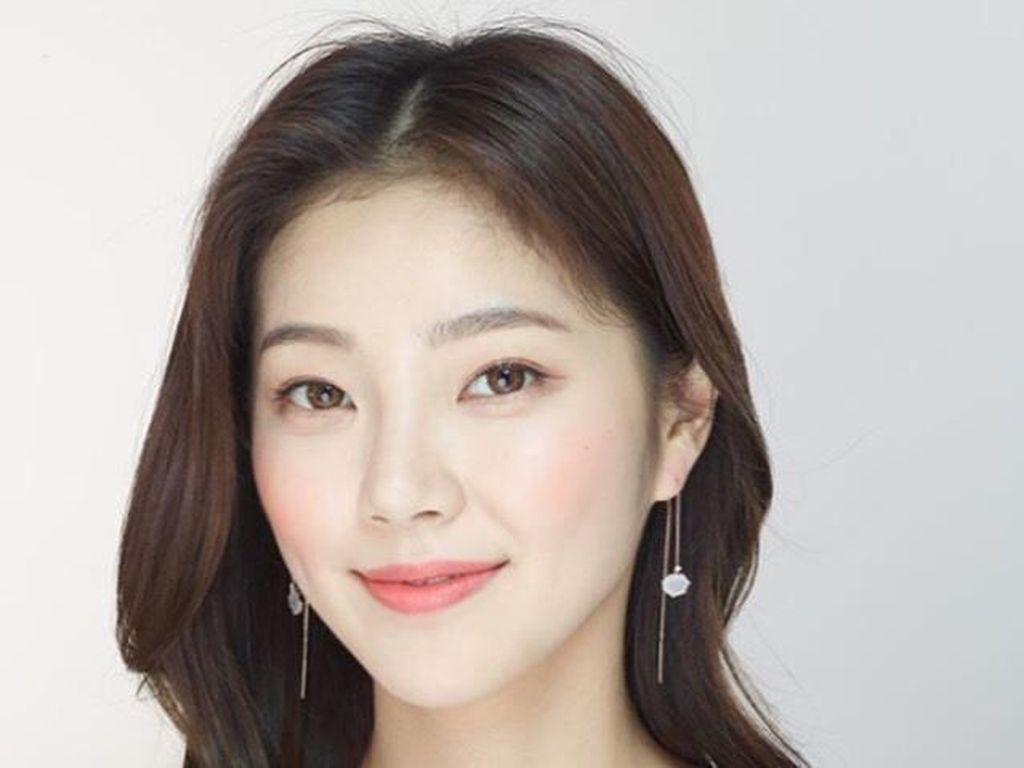 Pesona Model Cantik yang Mirip Bintang K-Pop, Bikin Hati Bergetar