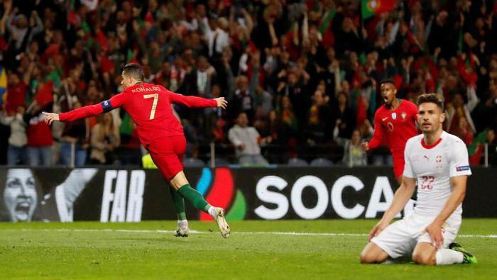 Cristiano Ronaldo merayakan golnya ke gawang Swiss. (Foto: Susana Vera/Reuters)