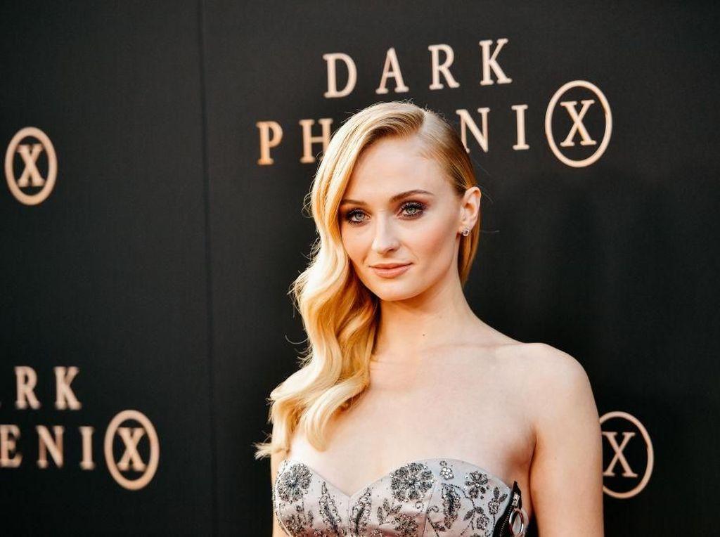 Cara Mudah Dapatkan Tubuh Seksi ala Sophie Turner di Dark Phoenix