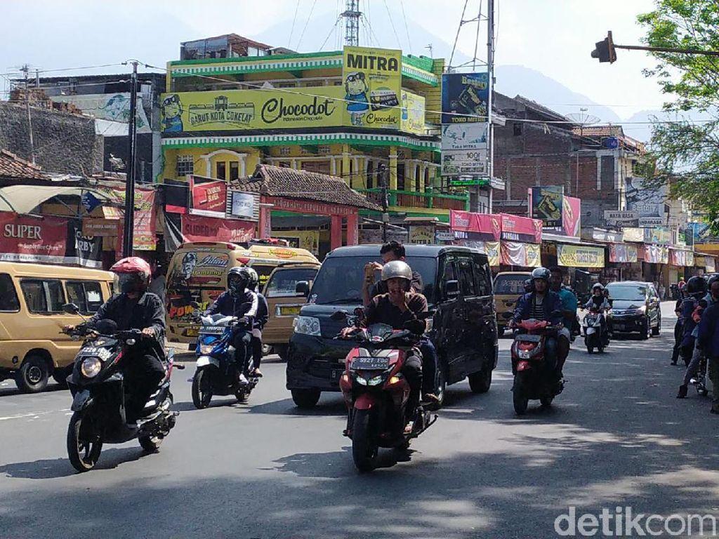 Jalur Wisata Garut Padat, Polisi Terapkan Sistem One Way