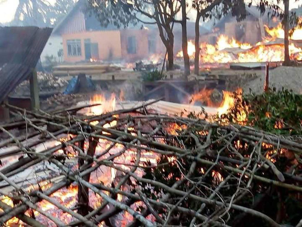 Penampakan Hangus Puluhan Rumah di Buton karena Bentrok Warga