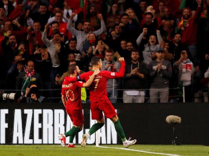 Timnas Portugal merayakan keberhasilan lolos ke final UEFA Nations League. (Foto: Rafael Marchante/Reuters)