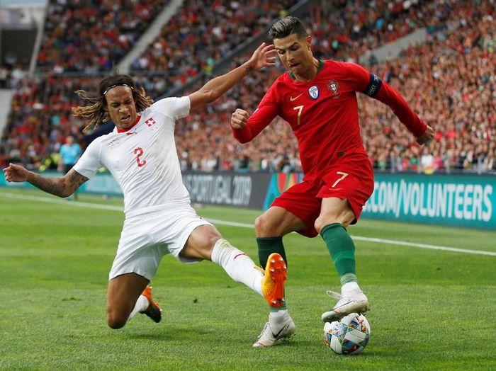 Selecao das Quinas memetik kemenangan 3-1 atas Swiss saat bertanding di Estadio do Dragao, Kamis (6/6/2019) dinihari WIB. Ronaldo memborong gol tim tuan rumah. (Foto: Rafael Marchante/Reuters)