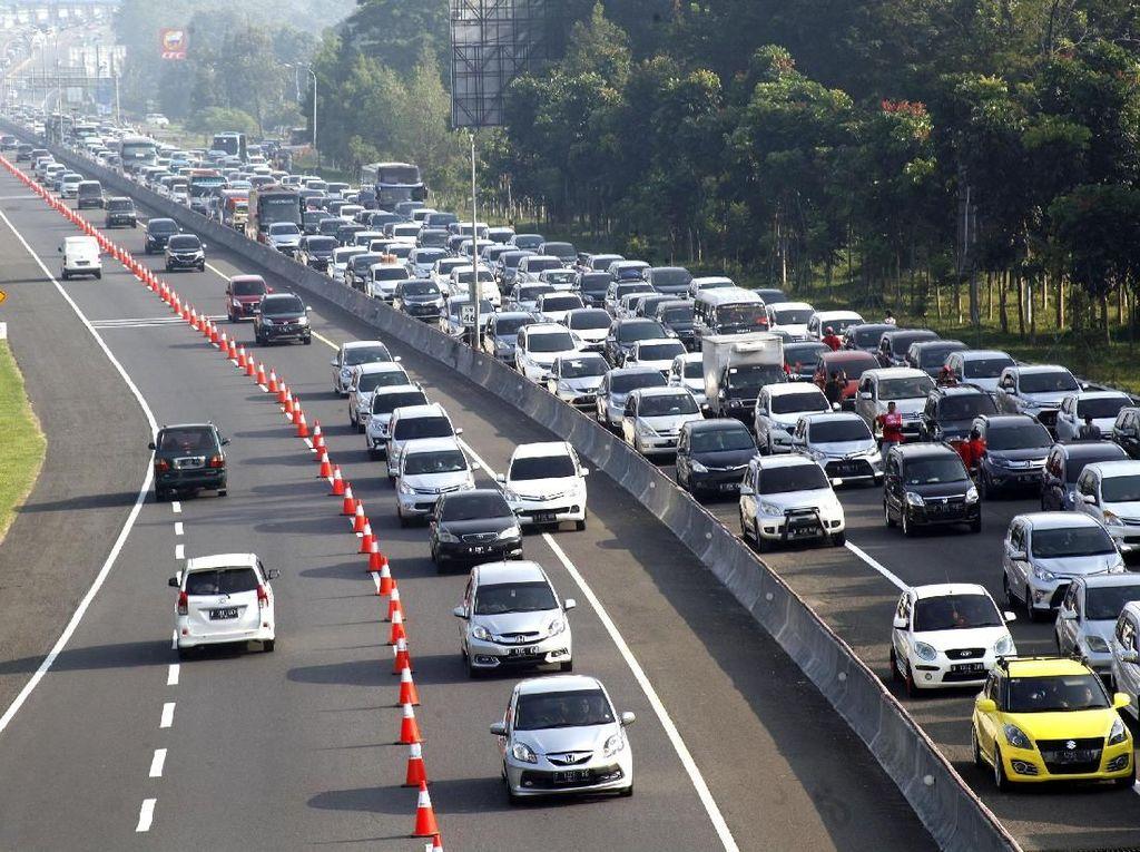 Contraflow Diberlakukan di Tol Cikampek-Jakarta Usai One Way Ditutup