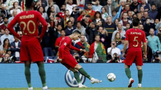 Cristiano Ronaldo menciptakan hattrick ke gawang Swiss.