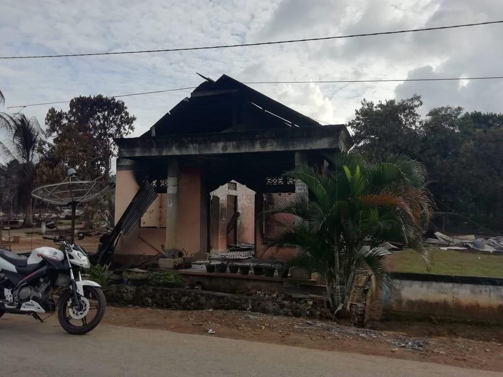 Rumah Warga yang Terbakar Akibat Bentrok di Buton Mulai Dibangun