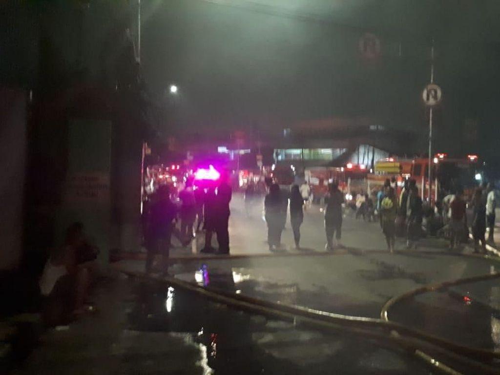 Kebakaran di Jaktim Lalap 12 Rumah, Kerugian Capai Rp 1 Miliar