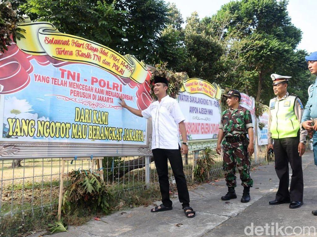 Potret Deretan Karangan Bunga Terima Kasih kepada TNI-Polri di Suramadu