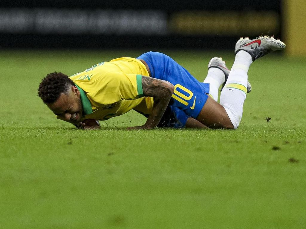 Neymar Cedera Punggung, Bakal Absen Lawan Bolivia?