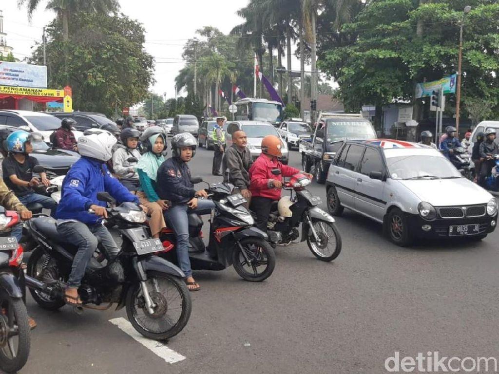 Kendaraan dari Timur Arah Bandung-Jakarta Dialihkan ke Tol Cipali