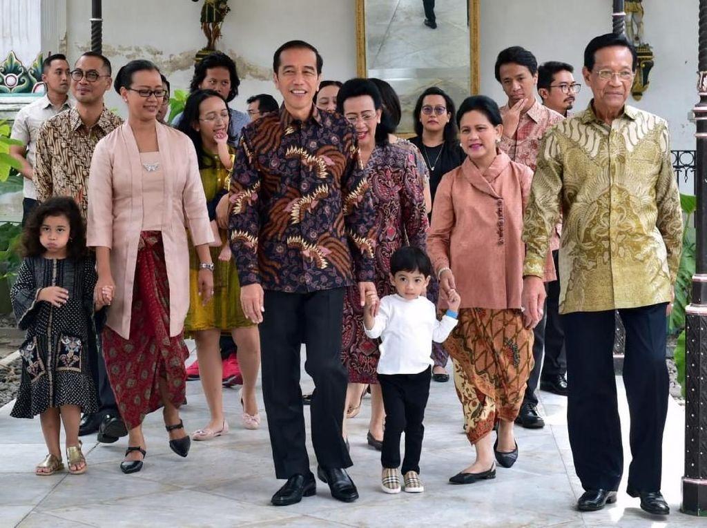 Ke Keraton Jokowi Bersilaturahmi dengan Keluarga Besar Sultan
