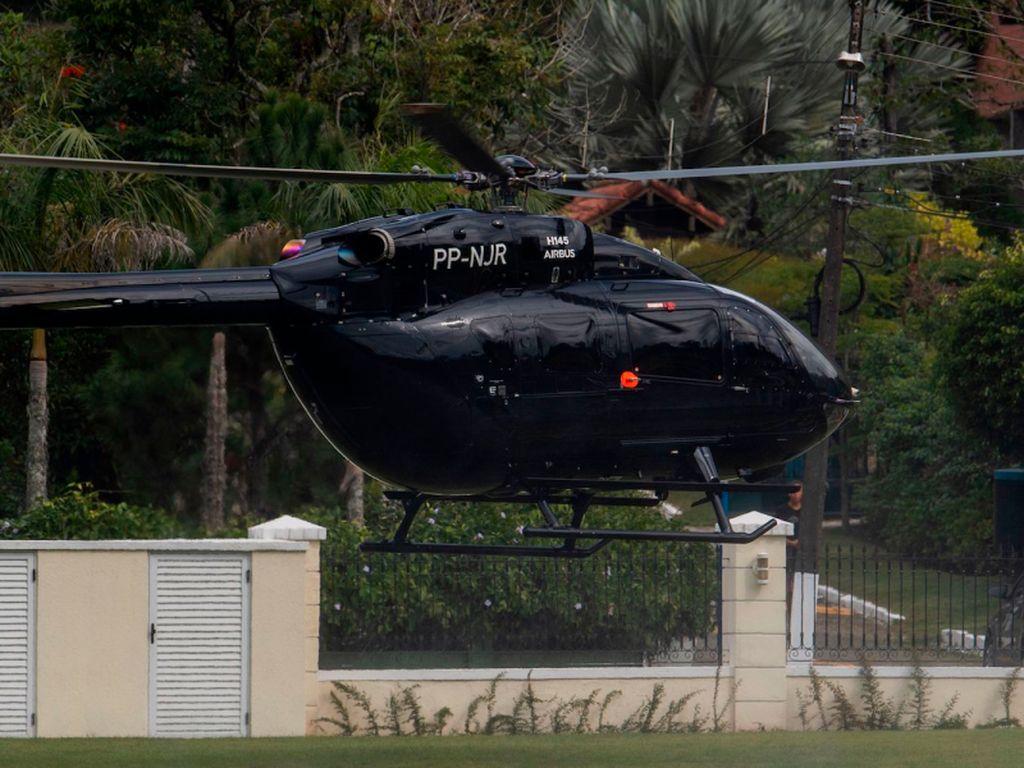 Neymar dan Helikopternya Seharga Rp 208 M