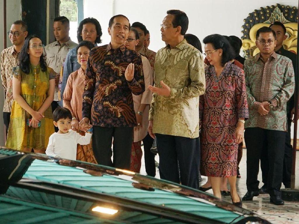Kompak Berbatik, Jokowi-Sultan Bertemu di Keraton Yogyakarta