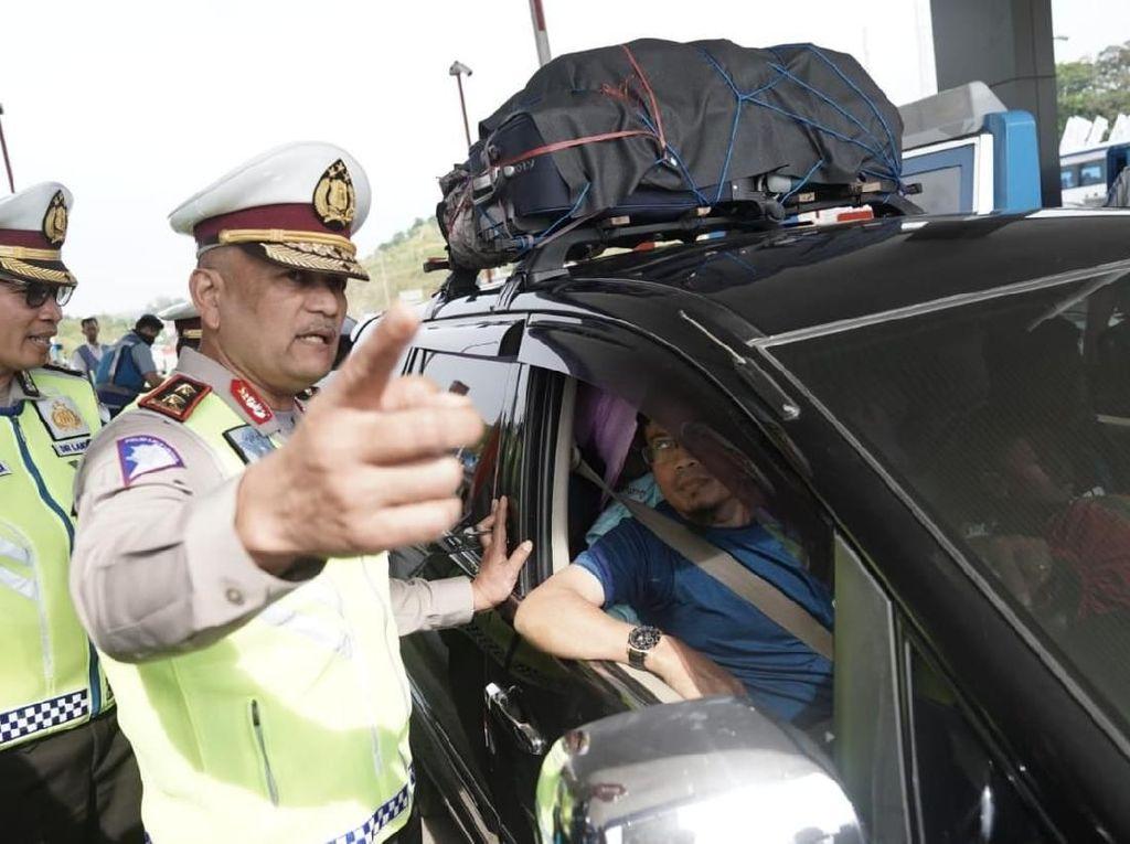 Potret Kakorlantas Buka One Way Arus Balik Sepanjang 344 KM