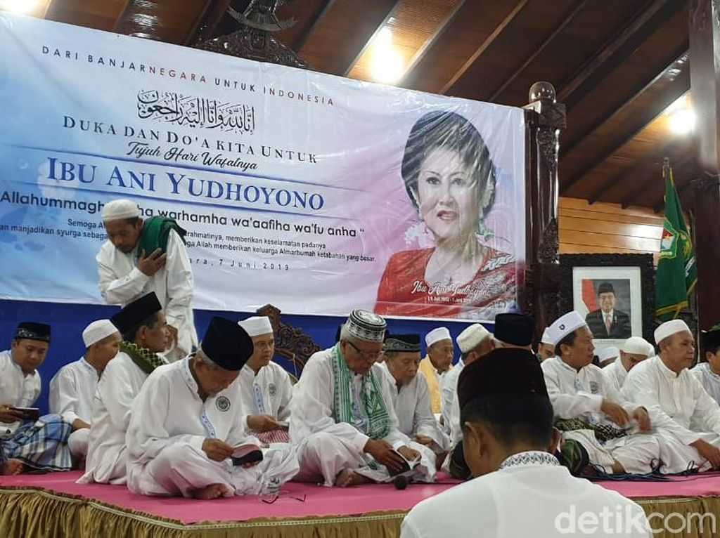 Warga Banjarnegara Tahlilan 7 Hari Meninggalnya Ani Yudhoyono