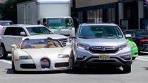 Baru Keluar Diler, Mobil Puluhan Miliar Ini Diserempet Honda CR-V
