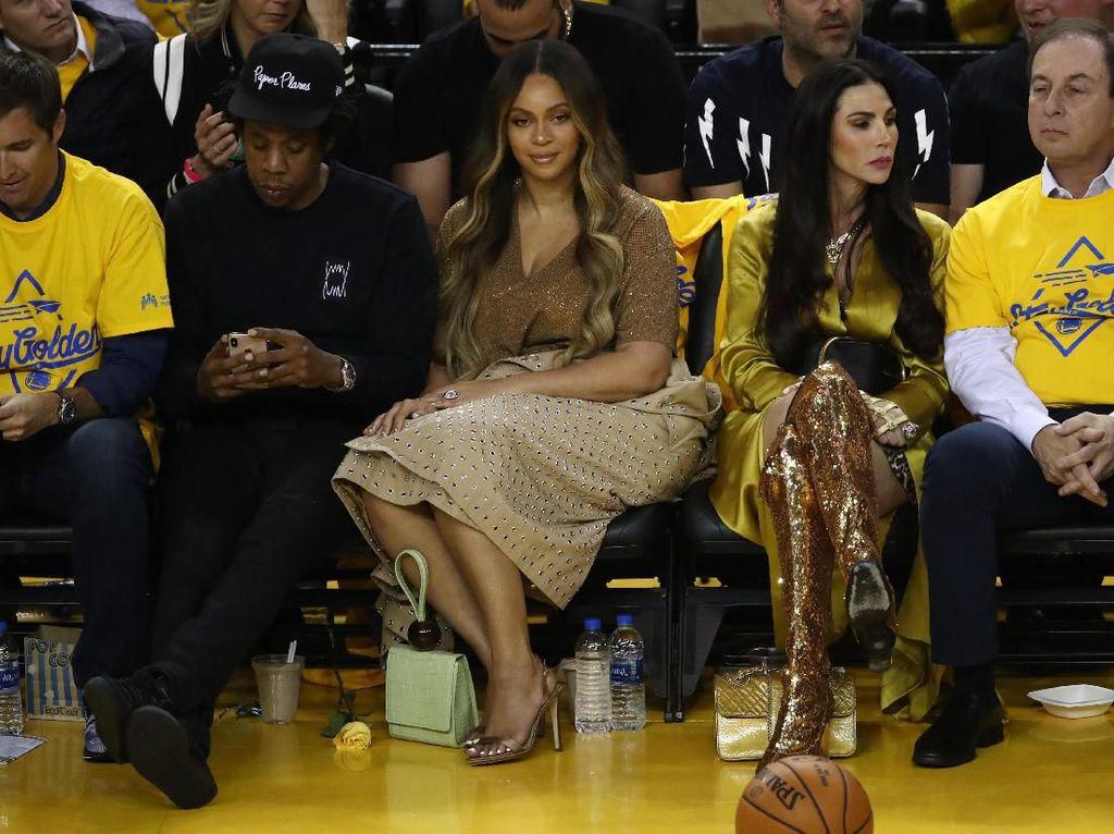 Beyonce Ngambek Lihat Jay Z Ngobrol Sama Cewek