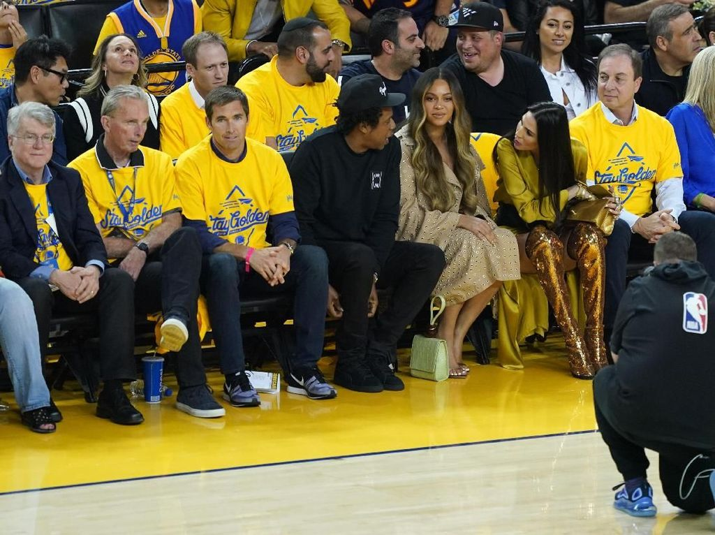 Viral Video Beyonce Cemberut saat Jay-Z Ngobrol dengan Wanita Lain