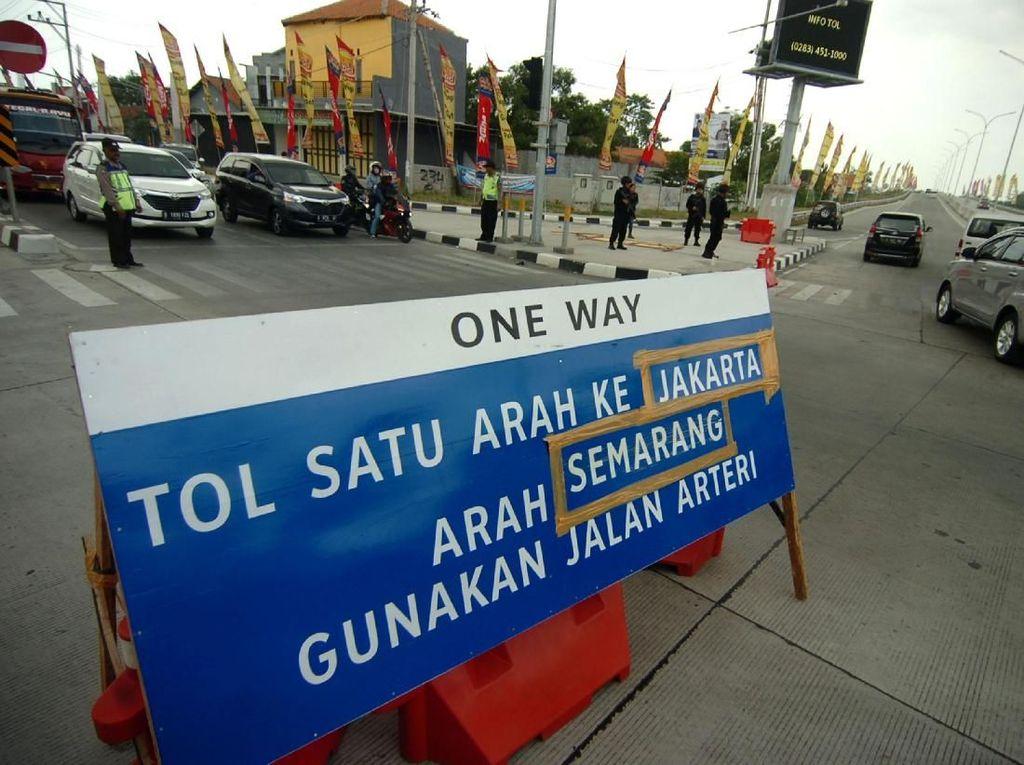 Jangan Ugal-ugalan di Jalan Tol dengan Sistem One Way