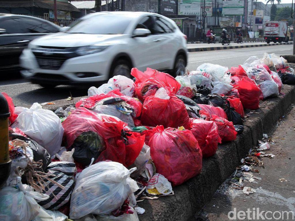 Libur Lebaran, Sampah di Bandung Meningkat Jadi 1.700 Ton Per Hari