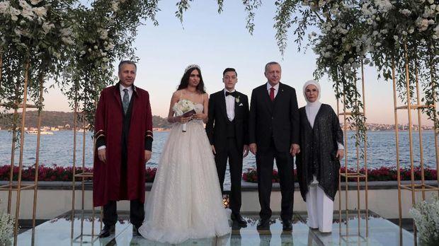 Penikahan Amine Gulse dan Mesut Ozil