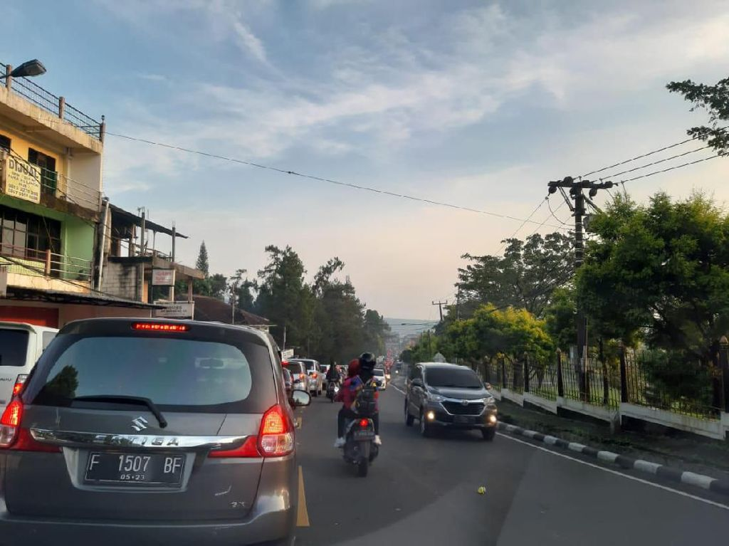 Lalin Dibuka Normal, Polisi Kini Siapkan One Way Puncak ke Jakarta