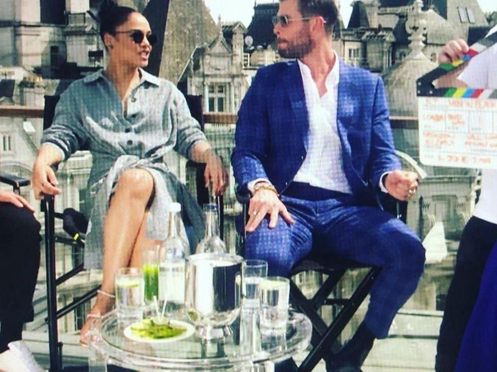 Main Bareng Chris Hemsworth Lagi, Tessa Thompson Doyan Makan Tiram dan Caviar