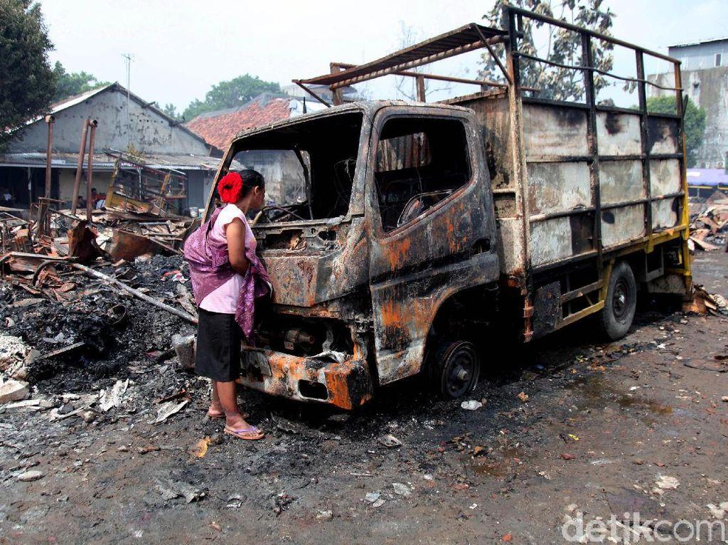 Kondisi Lapak Pemulung di Pasar Minggu Pasca Terbakar