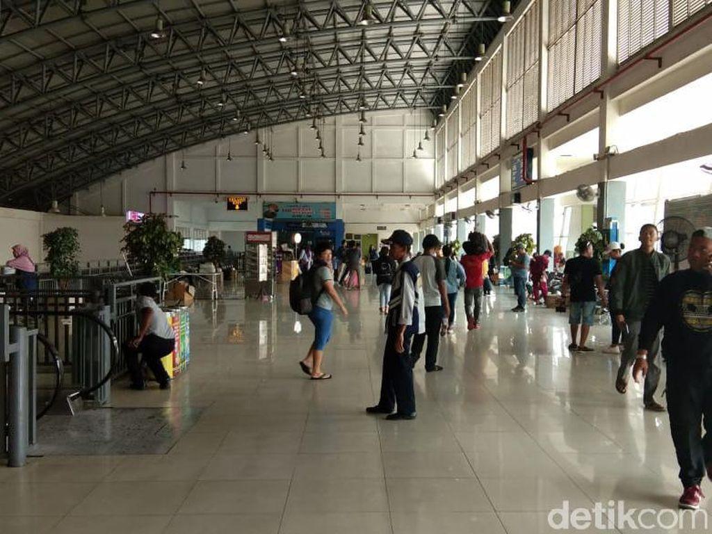 Belasan Ribu Pemudik Kembali ke Surabaya Lewat Terminal Bungurasih