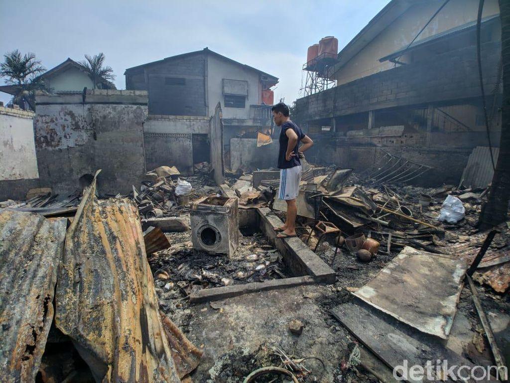 Potret Kebakaran Hebat yang Hanguskan Lapak Pemulung di Pasar Minggu