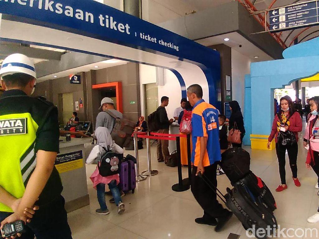 Arus Balik Lebaran, Stasiun Surabaya Gubeng Mulai Dipadati Penumpang
