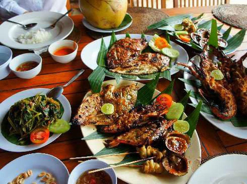 Santap Seafood Bareng Keluarga di 5 Resto Kawasan Pantai Anyer