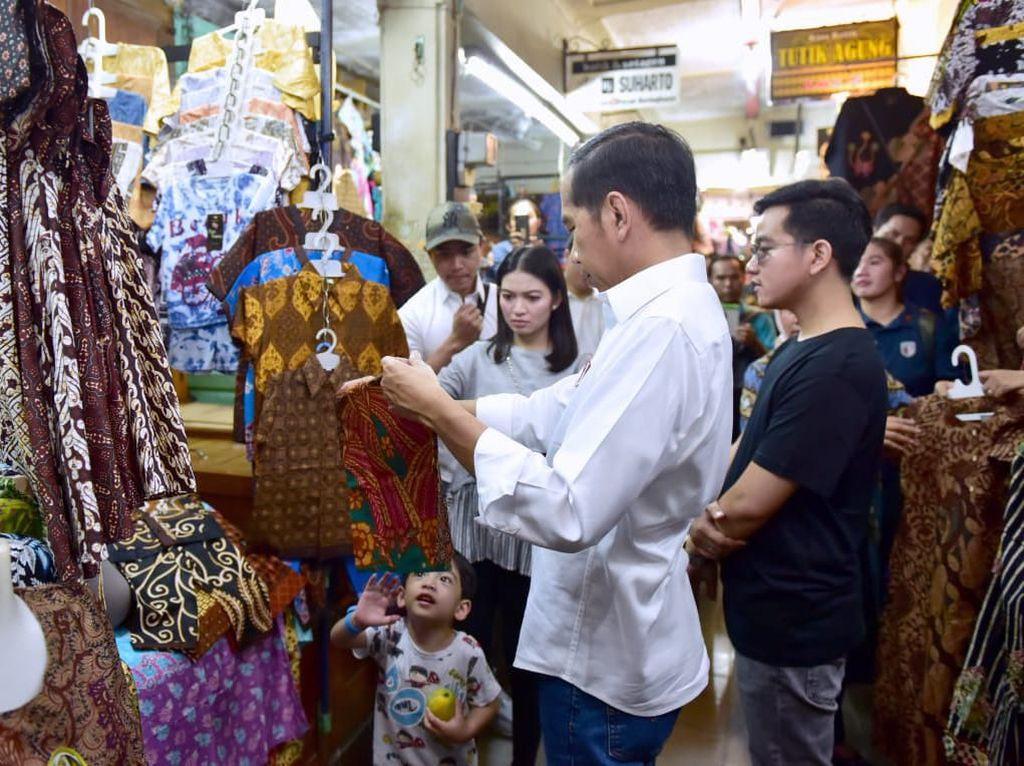 Melihat Akrabnya Jokowi dan Jan Ethes Beli Batik di Pasar Beringharjo