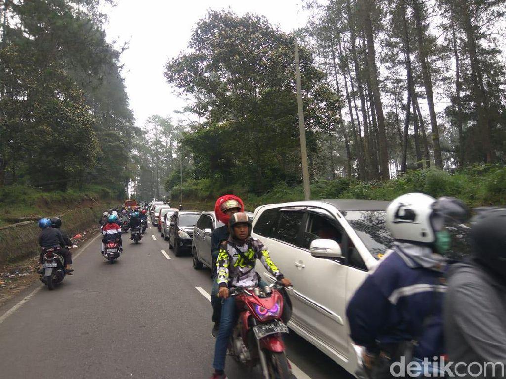 Jalur Wisata Lembang-Tangkubanparahu Macet Hingga 3 Km